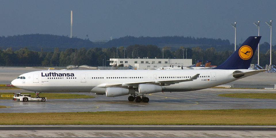 D-AIGY, Lufthansa A340-300