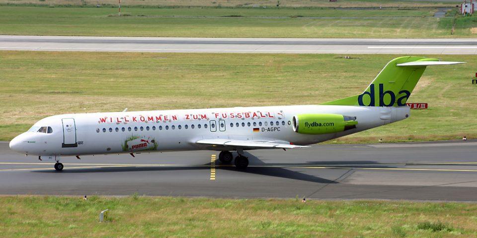 D-AGPC, Deutsche BA, Fokker 100, Willkommen zum Fussball
