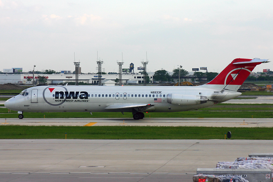 N8933E, Northwest, DC-9