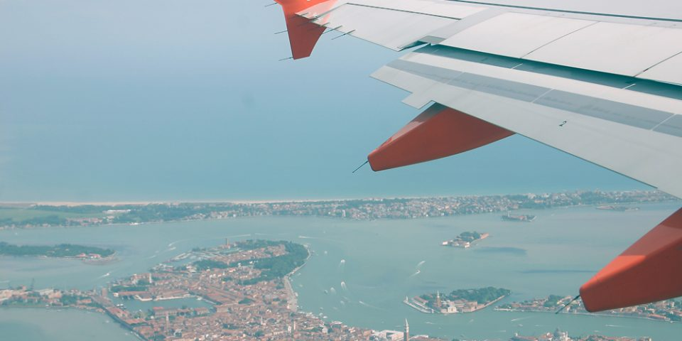 G-EZBB, Easy Jet, A319, Wingview