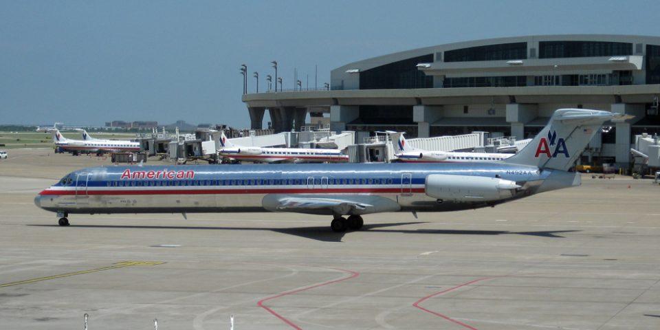N492AA, American, MD-82