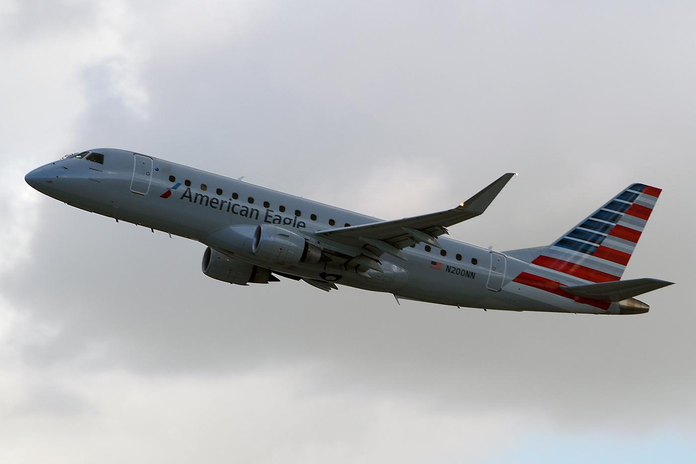 N200NN, American Eagle, Embraer 175