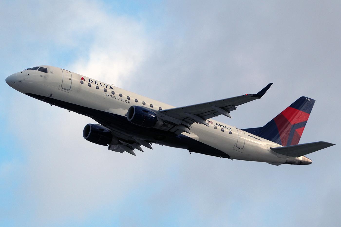 N602CZ, Delta, Embraer 175