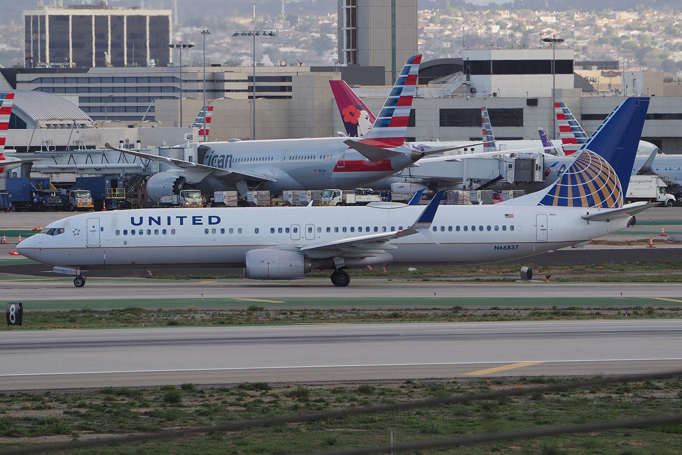 N66837, United, B737-900